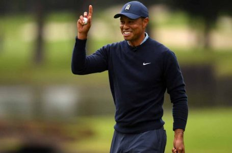 Tiger Woods fights back from poor start in Japan