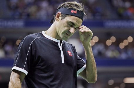 Roger Federer will miss the French Open after having knee surgery